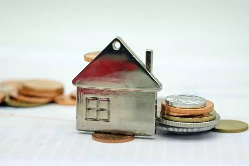 比如一套房子月租金8000元,用8000除以1.05得到不含税的租金(剔除掉租金中包含的5%的增值税),再乘以税率2.5%,就是房东应该缴纳的税款,应为210元。