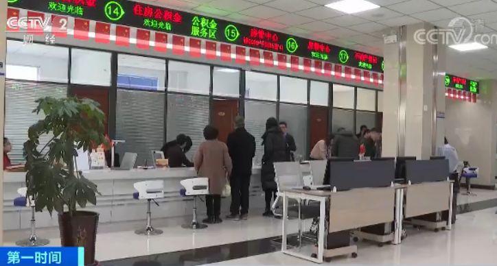 随后,记者来到了岷县政务大厅,部分润成家苑的住户已经开始办理不动产权证。