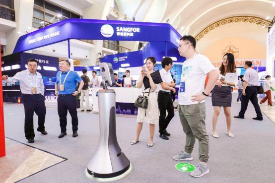聚焦智能服务 猎户星空机器人智博会上获五星好评