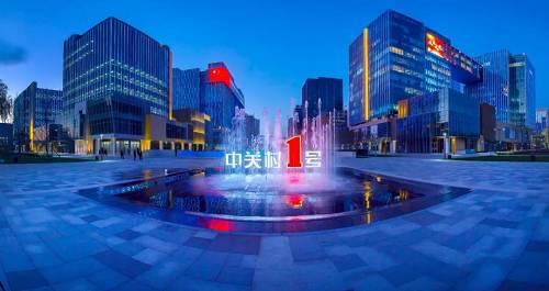 当欢快愉悦的《春节序曲》在北京国图艺术中心奏响时,亿达之声2020新年音乐会全国巡演的大幕正徐徐拉开。这首颇具中国风的曲目在意大利著名指挥家尼古拉·朱利亚尼领衔的乌克兰国家交响乐团的演绎下,别有一番年味儿。昨晚,北京国图艺术中心高朋满座,千余名观众在激昂欢快的交响乐中,告别收获满满2019年,喜迎憧憬连连的2020年的到来。