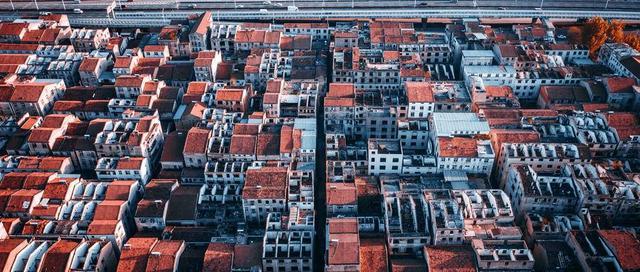 房价是涨是跌?这两类房子在手的人,未来几年要糟心了!