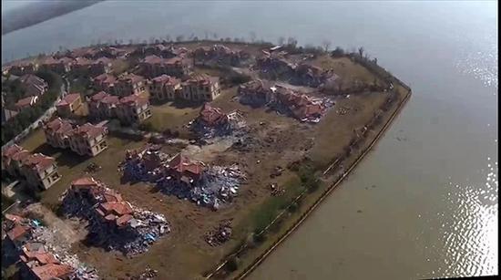 拆除中的别墅