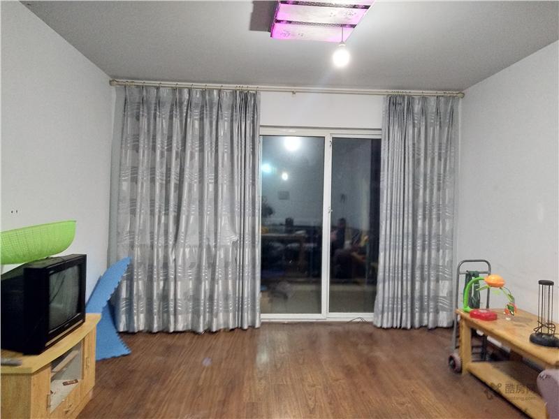 东山国际新城D区4室2厅130平米租房