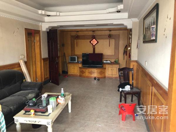 平湖汕头荣附近步梯8楼加露台,带部分家具,国有证转见证