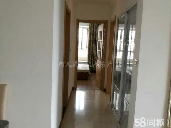 万达华宅8楼两室一厅,西南朝向,简单装修