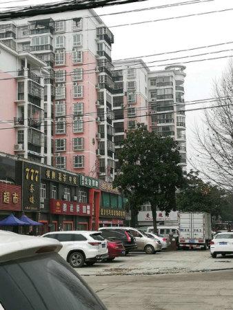 孝感学院附近,荣欣锦城精品三房,双阳台,带家电