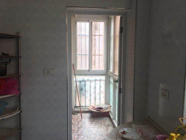 华隆家园三楼精装修三室二厅133平75万两证满五
