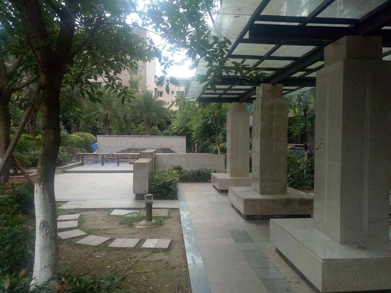 鑫沙时代简装两室房东急售位置超好周边生活设施完善