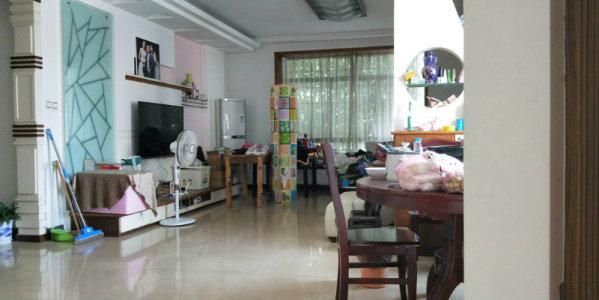 新世纪花园 4室2厅2卫 精装修