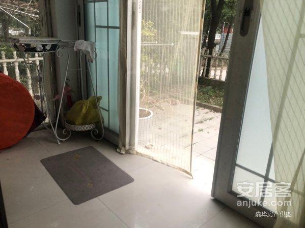 上海大花园一楼带大院 东边户 位置好 96万 拎包入住上海大花园一楼带大院 东边户 位置好 96万 拎包入住