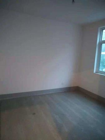 上海大花园2楼,3室纯毛坯边户满五,急卖,
