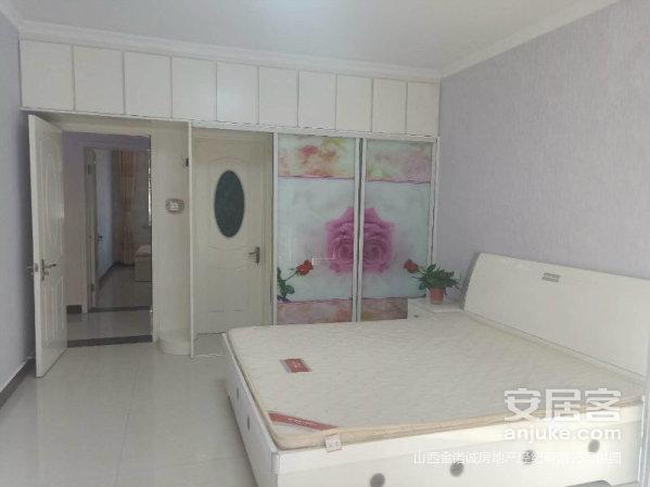 尚东城精装短住三室两厅一楼大落地窗全明户型可按揭
