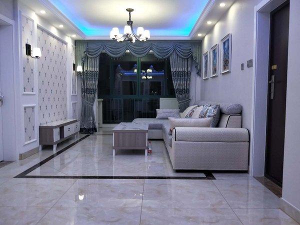 希达小区三室两厅一卫豪装婚房客厅通阳台南北通透毗邻万达