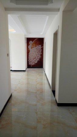 凤凰城大三室两厅精装修有证可按揭