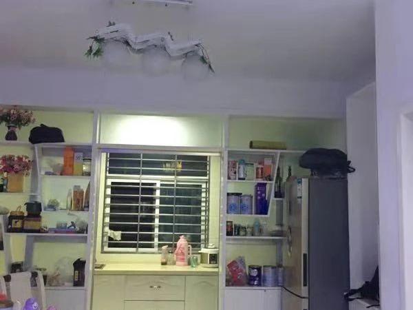 鹏宇新城1梯2户精装修带家具家电可以拎包入住