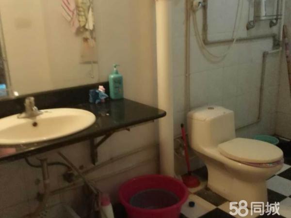 辉龙小区急售,4层,2室2厅1卫,证书齐全家具热水器齐全