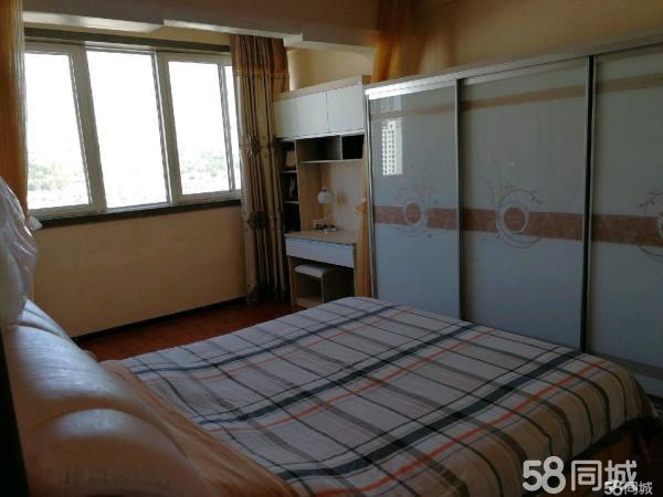 桃花园小区3室2厅2卫145平米