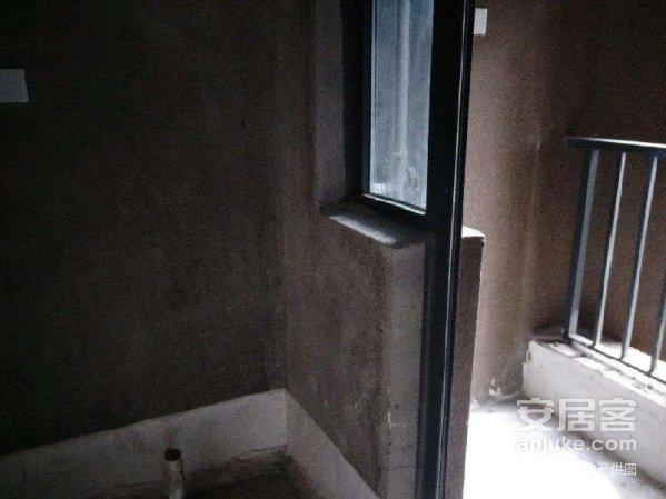 山水原著二期现房二居室电梯高层便宜卖