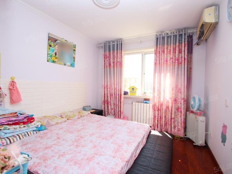 千禧家园精装修三居室,南北通透,拎包入住。