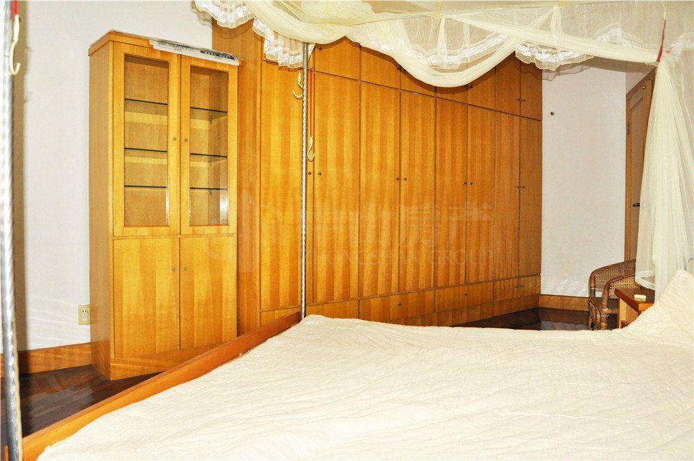 长江路 太湖花园 一楼带垫高 三房精装修一万多的单价随时看