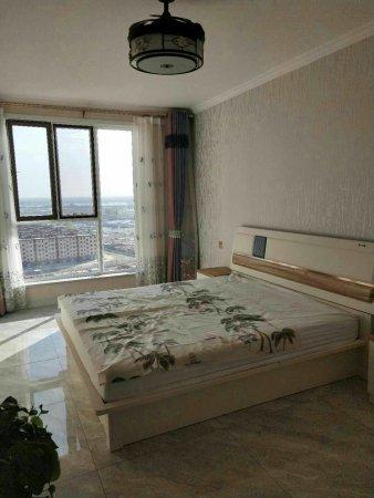 鑫河国际电梯17楼118平米精装修两室俩厅双卫,一次性付费,