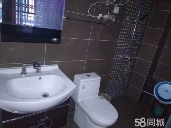 龙江明珠带装修3个卧室127平米64万出售