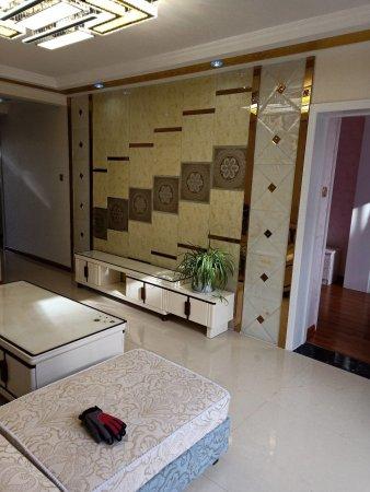 北关加油站附近两室两厅精装地暖房,结构合理,彩光好拎包入住