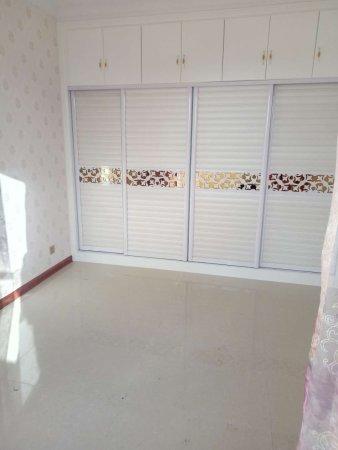 龙泽苑附近刚装修新房110平3室2厅周边生活便利49.8万