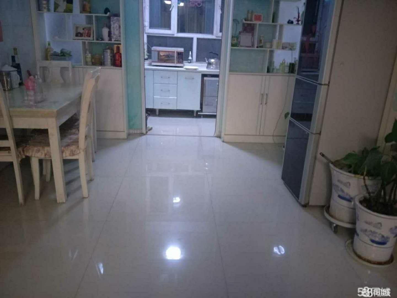 拜城锦绣园小区3室2厅1卫112平米