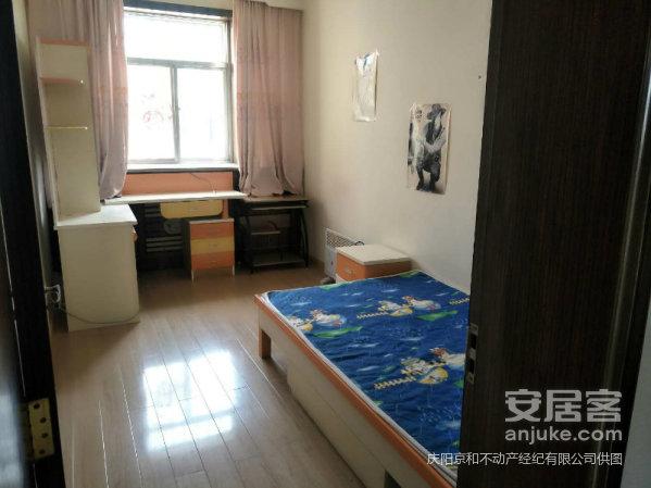 市医院附近多层中装三居室送地下室可按揭业主诚心出售