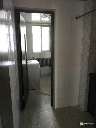 市医院附近中装三居室南北通透带地下室手续齐全可按揭!