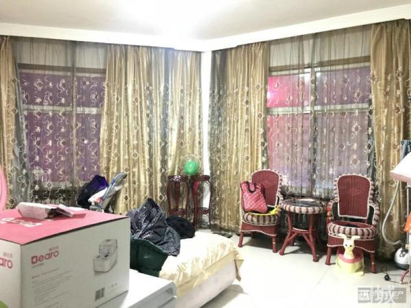 首付35.6万、北头华山医院附近、中装三居室、南北、中间楼层