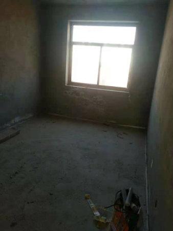 凤凰大境中间楼层毛坯现房买到手即可装修