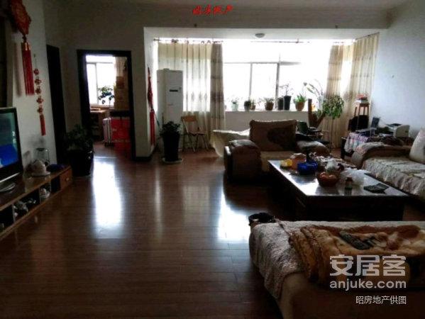 南顺城住房136平方米,车库20平方米,双证齐全支持贷款