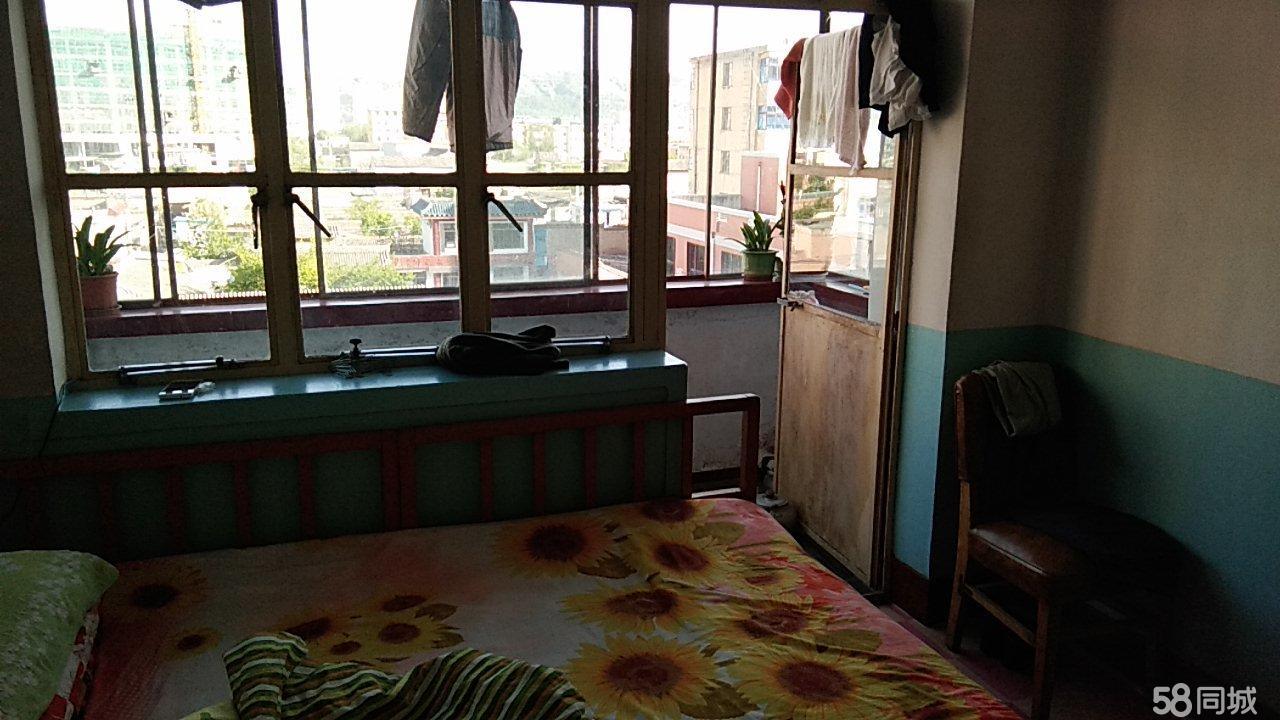 西郊新村红园小学巷内1室1厅1卫