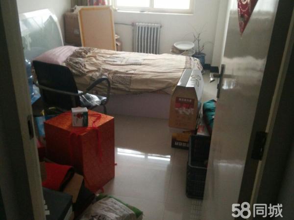 康居北区3楼简装110.9平米3室32万