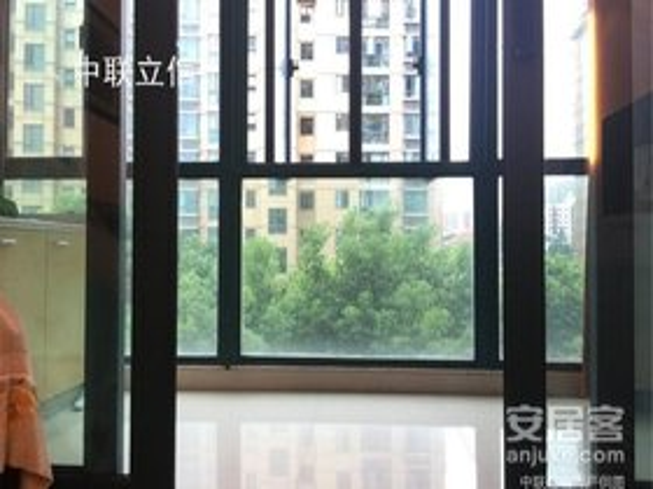 安泰花园135万3室2厅2卫豪华装修