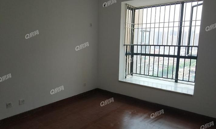 满5年,清水房,客厅出去大阳台,中间位置,价格低