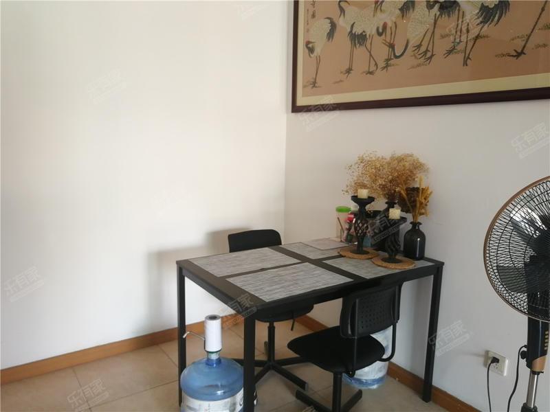 雅居乐精装两房,满连年,诚心出售,价格可谈。
