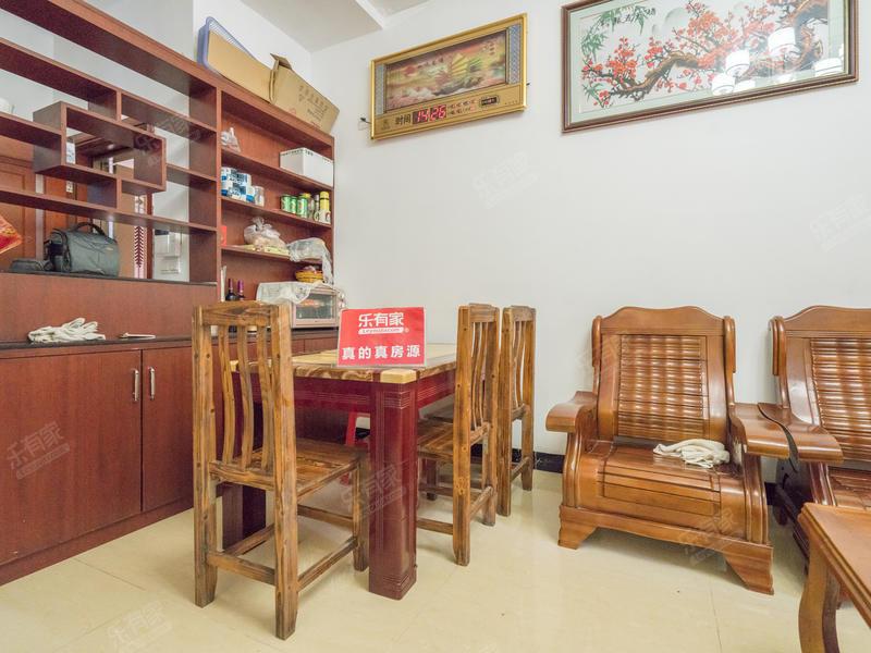东城四季三房出售。家私电器齐全