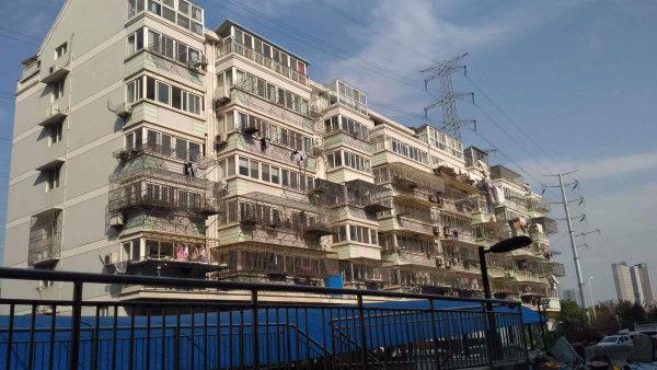 北大街印象城旁地铁口的怡园新苑2室毛坯107.9万,送车库