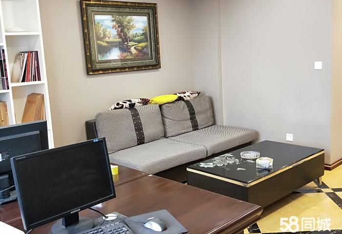 雅斯国际公寓,精装修一室一厅一卫,业主诚心出售!看房方便!