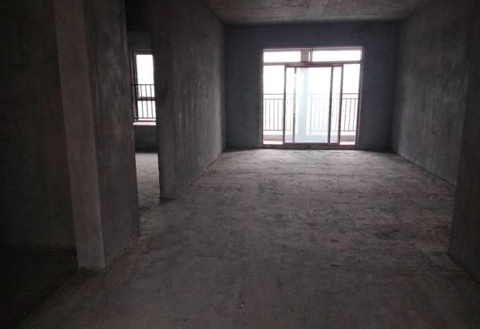 东城毛坯大三房,南北通透,采光充足,户型好,仅售63万