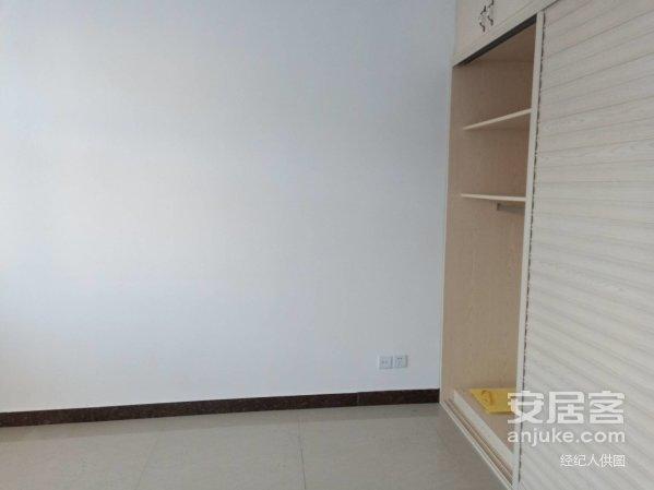 出售新区新海附近伊敏煤电五楼102平米库22平中等装修51万