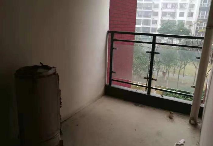 福星城 毛坯大三房 送阳台超好的楼层 钥匙在手随时看房!