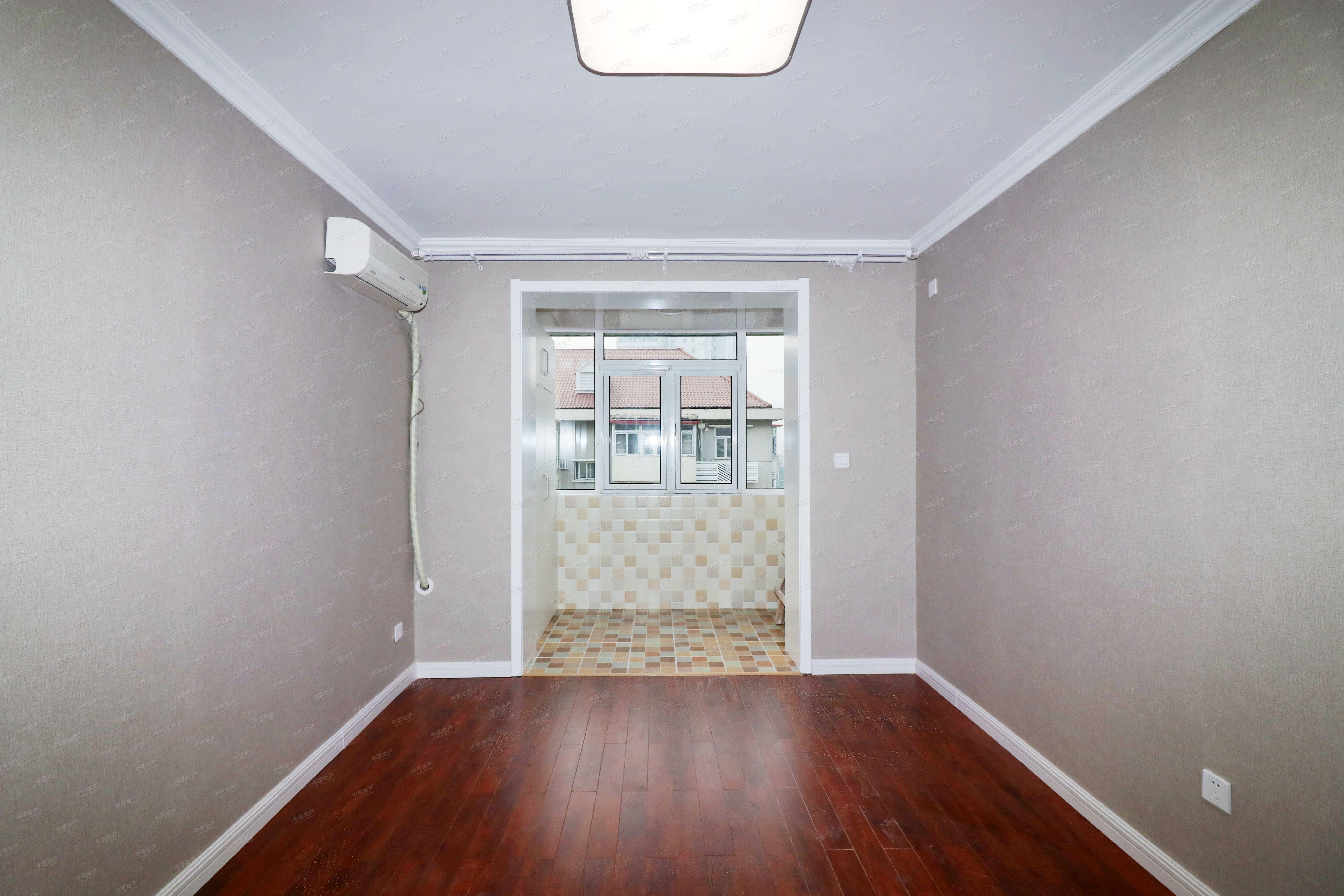 龙井里 2室1厅1卫 婚房适宜 小区中间位置,