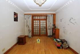 卧龙东里2室1厅1卫拎包入住客厅带阳台