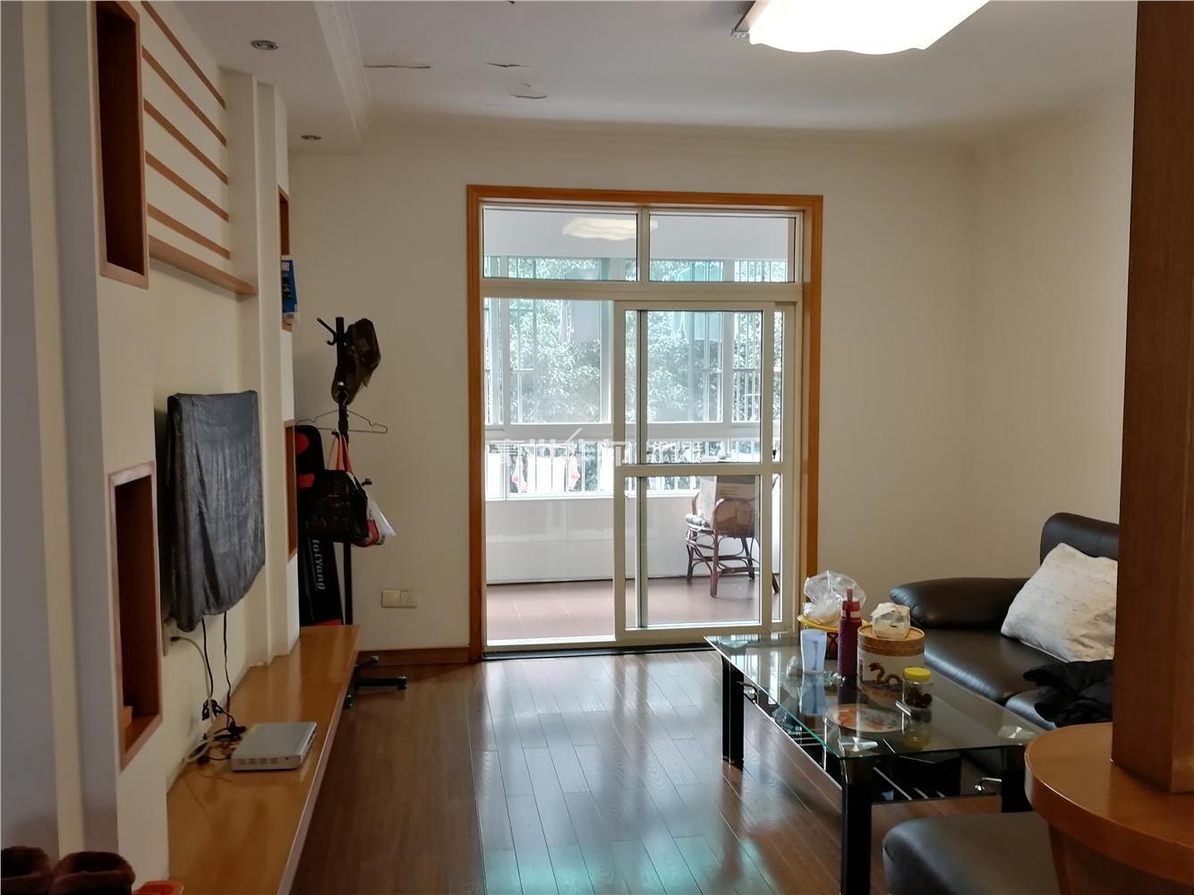 紫荆苑干净两房,带小露台,税费少
