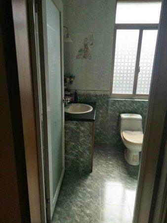 风顺苑143.25平楼梯房2楼,共7楼精装修带家具