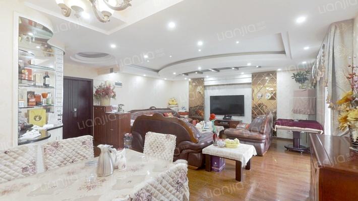 观音桥九街,居家精装三房,客厅宽敞大-气,业主诚售